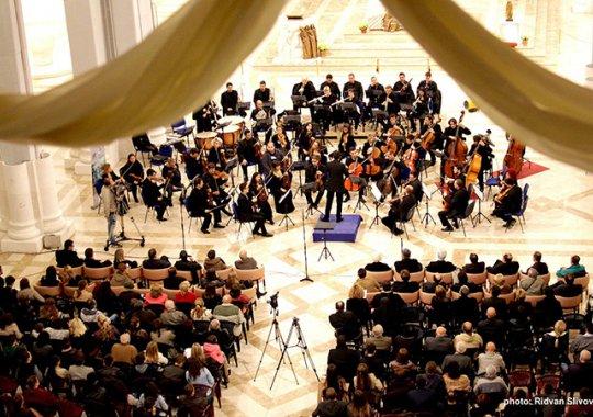 Regionalna turneja No Borders Orchestra